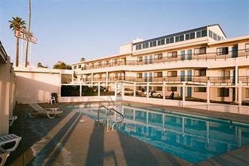 Pet Friendly Edgewater Inn & Suites