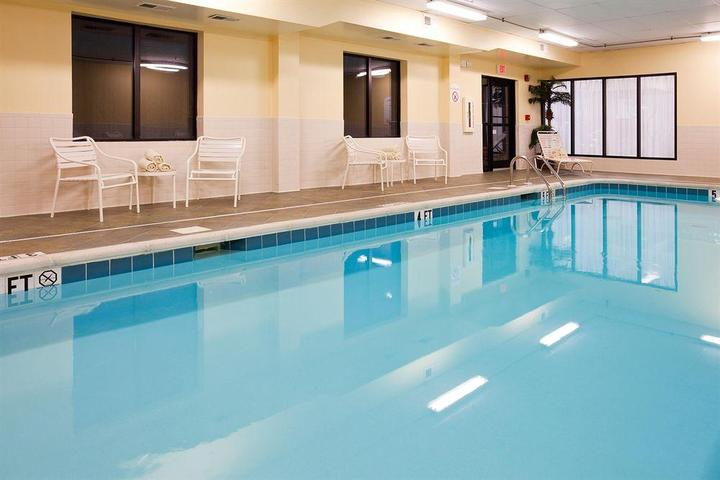 Pet Friendly Holiday Inn Express Knoxville Strawberry Plains