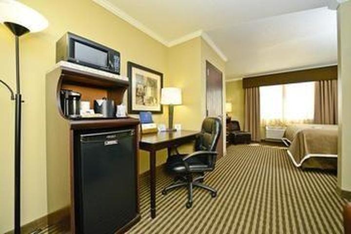 Pet Friendly Best Western Plus Olathe Hotel & Suites