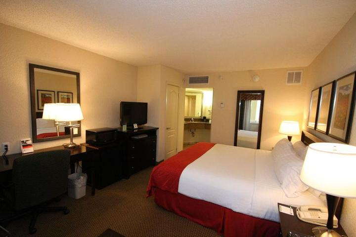 Pet Friendly Holiday Inn Hazlet