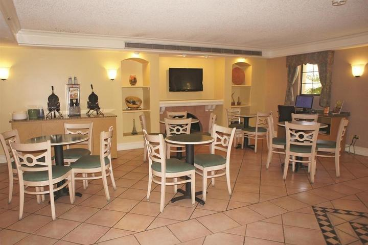 Pet Friendly La Quinta Inn San Diego Vista