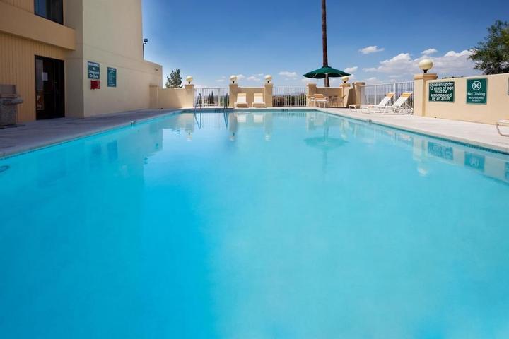Pet Friendly La Quinta Inn & Suites El Paso East