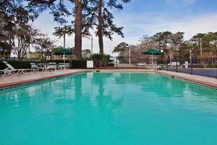 Pet Friendly La Quinta Inn & Suites Savannah Southside