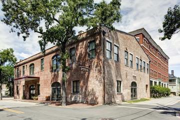 Pet Friendly Staybridge Suites Savannah Historic District