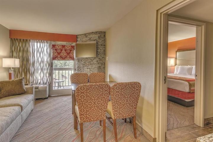 Pet Friendly La Quinta Inn & Suites Pigeon Forge