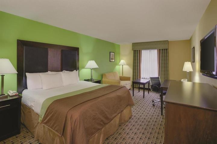 Pet Friendly La Quinta Inn & Suites Baltimore South Glen Burnie