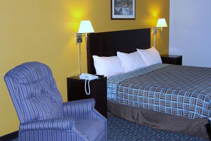 Pet Friendly Express Inn & Suites Trion