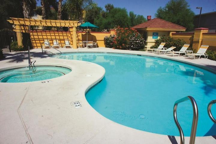 Pet Friendly La Quinta Inn & Suites Phoenix Scottsdale