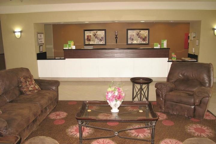 Pet Friendly La Quinta Inn & Suites Seguin