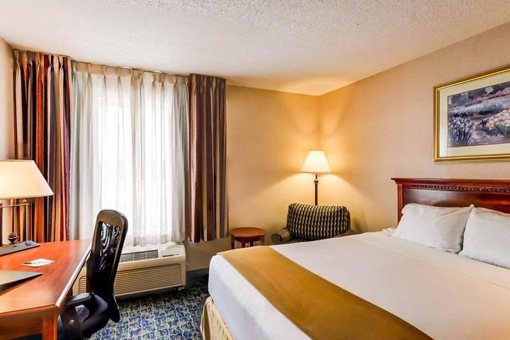 Pet Friendly Quality Inn Spring Mills Martinsburg North