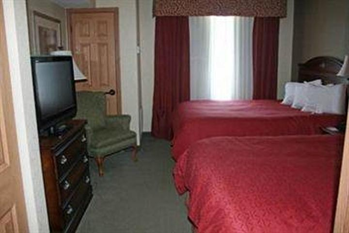 Pet Friendly Country Inn & Suites Youngstown West