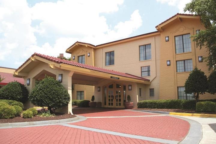 Pet Friendly Hotels in Virginia Beach, VA - Bring Fido