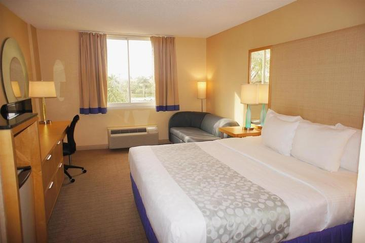 Pet Friendly La Quinta Inn & Suites Naples Downtown