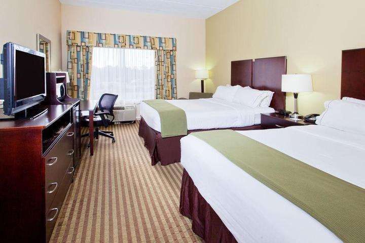 Pet Friendly Holiday Inn Express & Suites N Myrtle Beach Little River