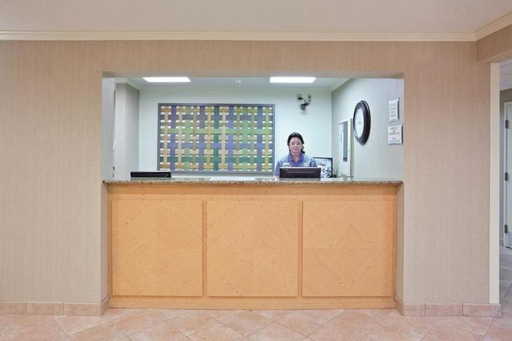 Pet Friendly La Quinta Inn & Suites by Wyndham Mansfield