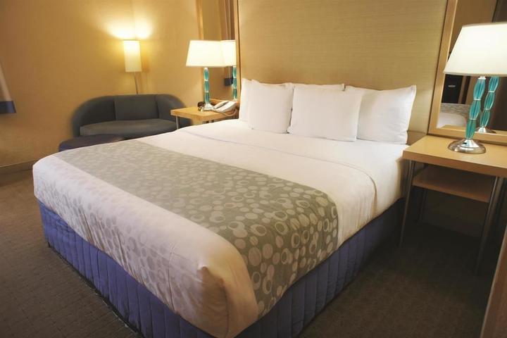 Pet Friendly La Quinta Inn & Suites Miami Lakes