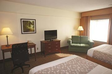 Pet Friendly La Quinta Inn & Suites New Haven