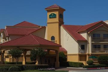 Pet Friendly La Quinta Inn & Suites Fort Worth North