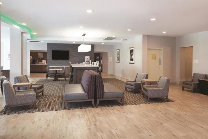 Pet Friendly La Quinta Inn & Suites Williamsburg Historic Area
