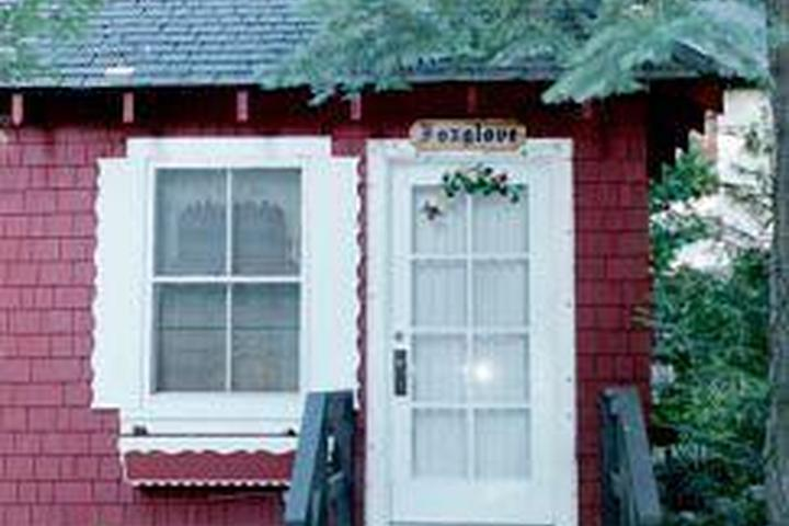 Pet Friendly Tahoma Meadows Bed and Breakfast Cottages