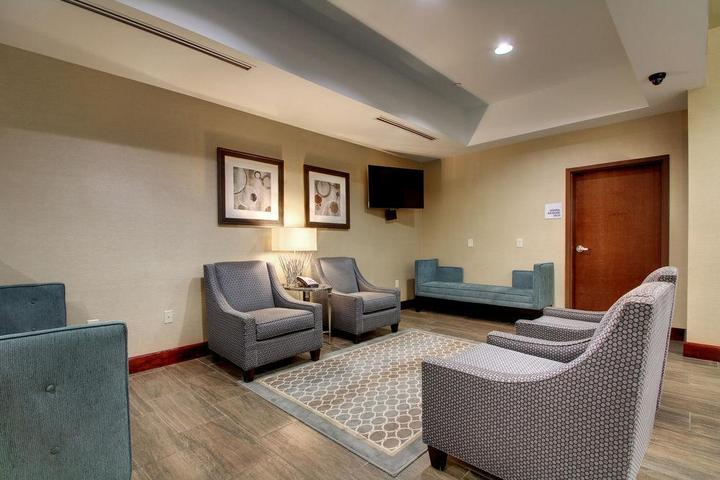 Pet Friendly Holiday Inn Express Hotel & Suites Natchez South