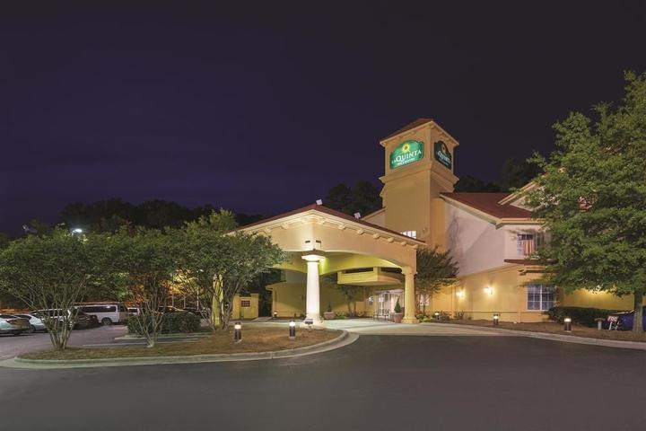 Pet Friendly La Quinta Inn & Suites Durham Chapel Hill