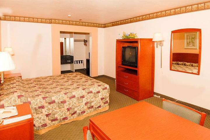 Pet Friendly Regency Inn & Suites Moreno Valley