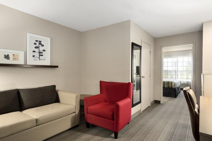 Pet Friendly Country Inn & Suites Romeoville