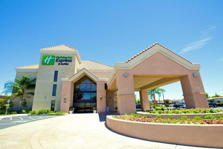 Pet Friendly Holiday Inn Express and Suites Lathrop
