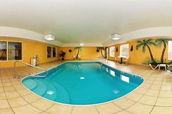 Pet Friendly Comfort Inn & Suites Dayton
