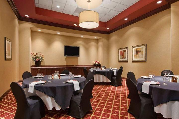 Pet Friendly Embassy Suites Concord Golf Resort & Spa