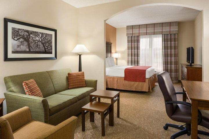 Pet Friendly Country Inn & Suites Anderson