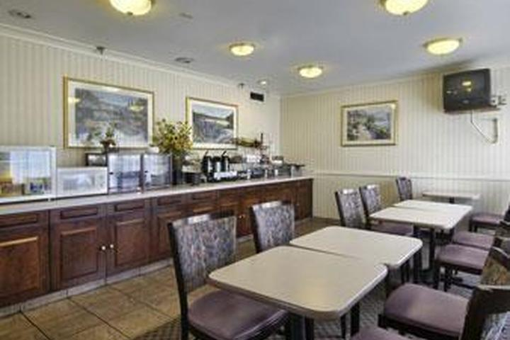 Pet Friendly Howard Johnson Cleveland Airport
