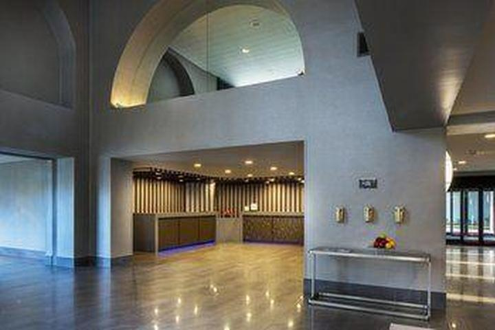 Pet Friendly DoubleTree by Hilton Hotel Newark - Fremont