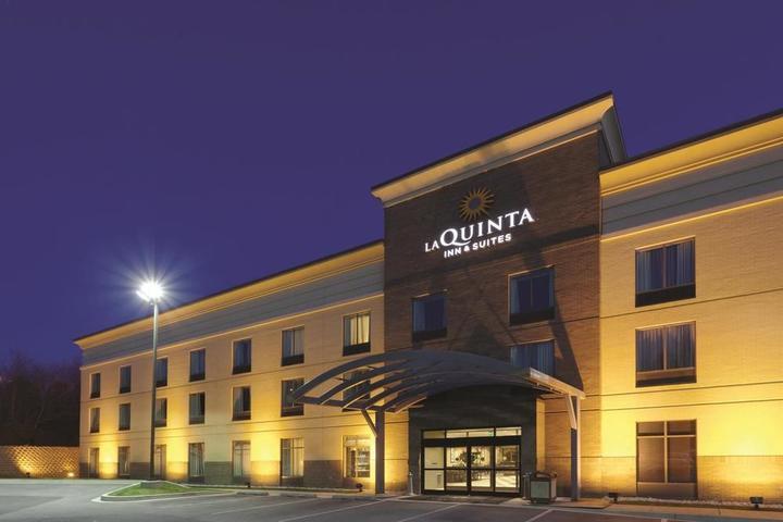 Pet Friendly La Quinta Inn & Suites Edgewood APG South