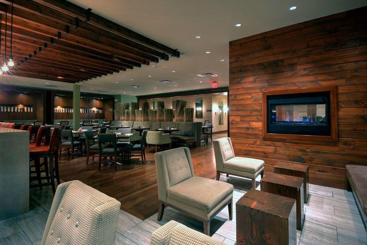 Pet Friendly Crowne Plaza Lombard Downers Grove