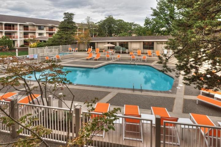 Pet Friendly Ashland Hills Hotel and Suites