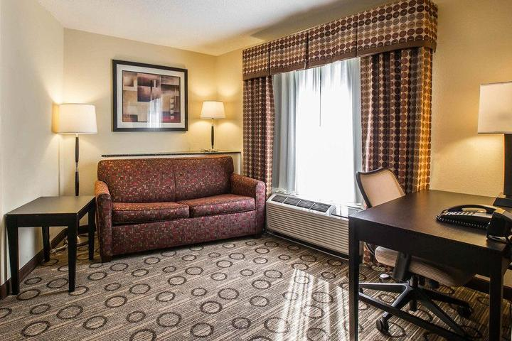Pet Friendly Comfort Suites at WestGate Mall