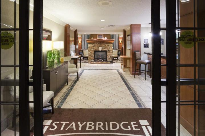 Pet Friendly Staybridge Suites Eagan - Mall of America