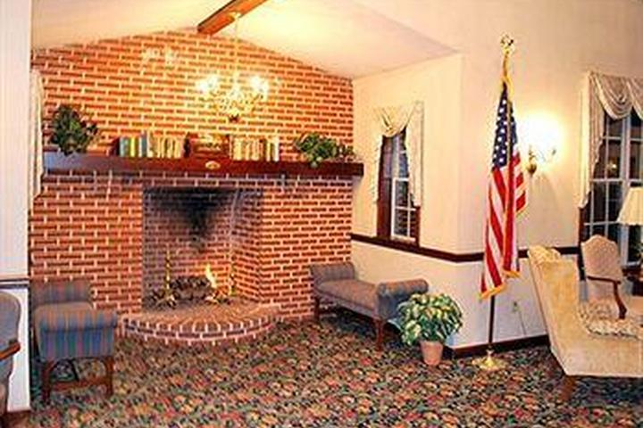 Pet Friendly Rodeway Inn & Suites Lantern Lodge