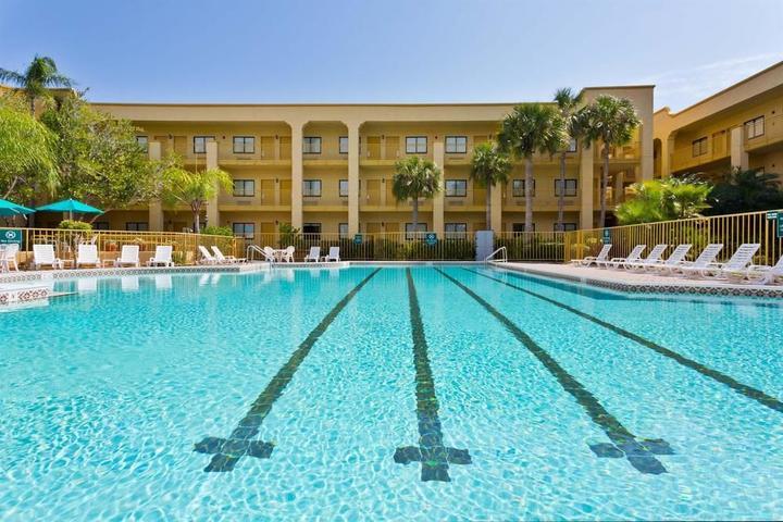 Pet Friendly La Quinta Inn & Suites Ft. Myers Sanibel Gateway