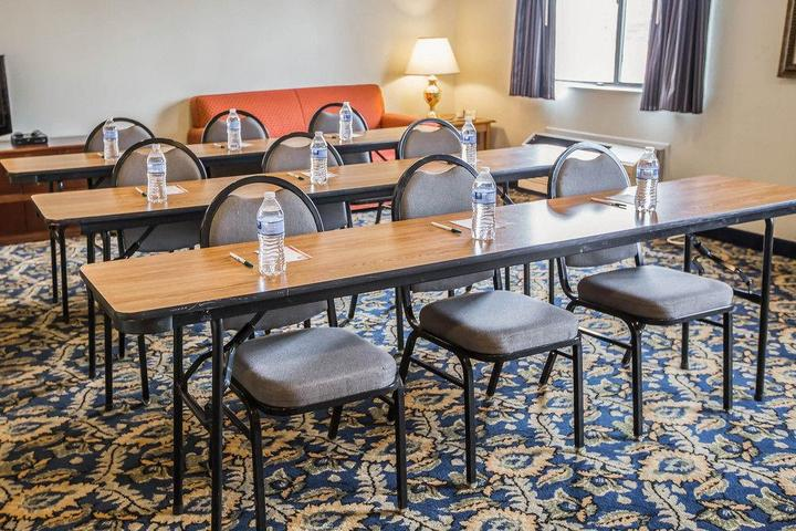 Pet Friendly Quality Inn & Suites Dundee