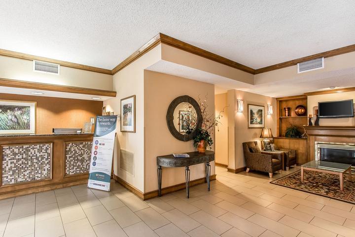 Pet Friendly Econo Lodge Inn & Suites Foley