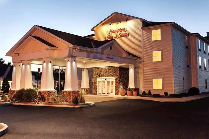 Pet Friendly Hampton Inn & Suites Mystic
