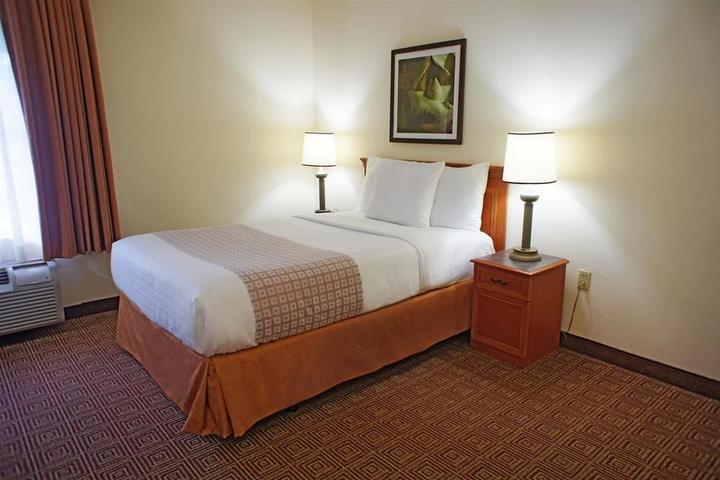 Pet Friendly La Quinta Inn & Suites Sunrise Sawgrass Mills