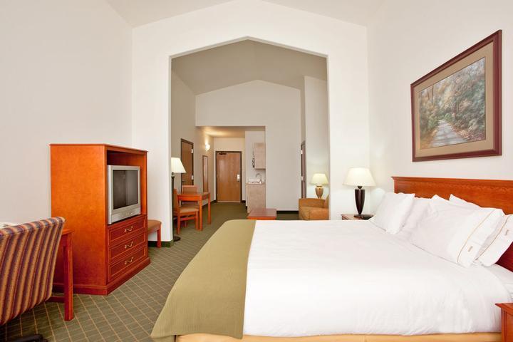 Pet Friendly Holiday Inn Express Hotel & Suites Rockford Loves Park