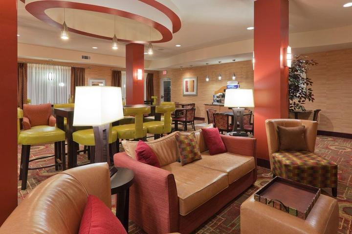 Pet Friendly Holiday Inn Express Hotel & Suites Winona North