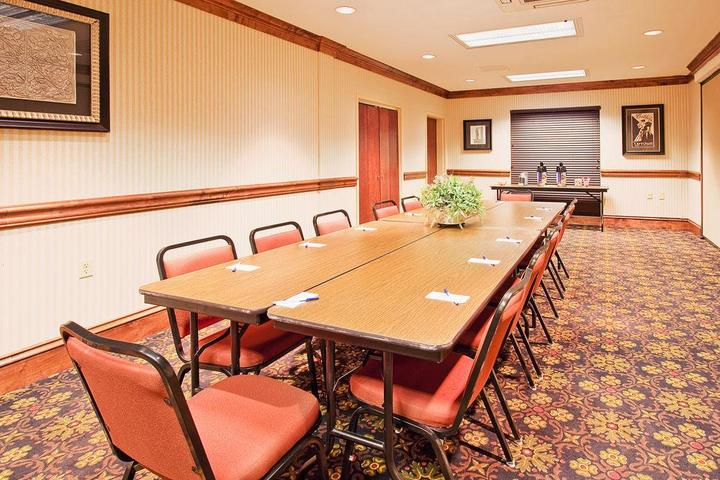Pet Friendly Holiday Inn Express Hotel & Suites Lucedale