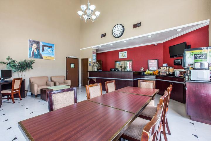 Pet Friendly Econo Lodge Inn & Suites Fallbrook Downtown
