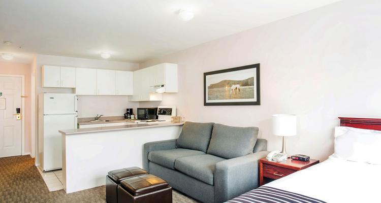 Peachy Sandman Inn Kamloops Pet Policy Uwap Interior Chair Design Uwaporg